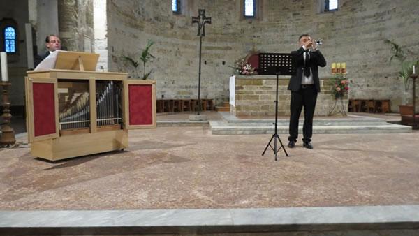Un'istantanea del concerto per organo e tromba che si è svolto al termine del rito.