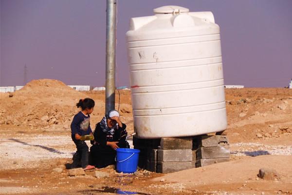 Approvvigionamento d'acqua a una cisterna.