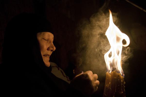Qualcuno conserverà la fiamma in una lanterna per portarla fino al proprio luogo d'origine.