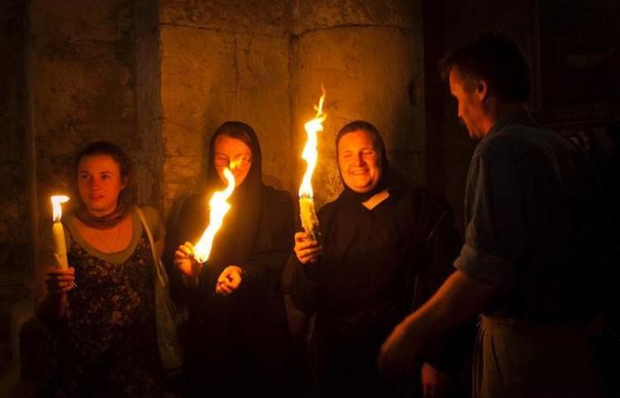 I pellegrini giungono da tutto il mondo ortodosso per assistere al rito.  (foto Marie-Armelle Beaulieu/CTS)
