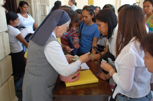 Nella parrocchia latina di Larnaca è in corso la distribuzione dei biglietti per la Messa papale di domenica.