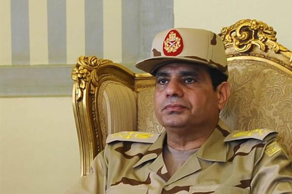 Intellettuale egiziano: «Situazione instabile, ma lasciamo governare i militari»