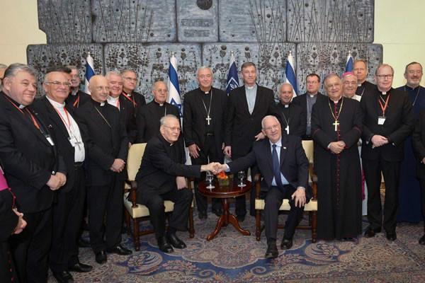 La mattina del 16 settembre una delegazione di vescovi del Ccee è stata ricevuta dal presidente israeliano Reuven Rivlin. (foto Mark Neyman/GPO/Flash90) [1/4]