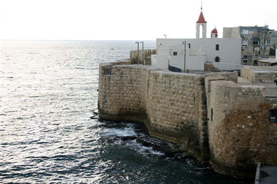 La chiesetta di San Giovanni Battista a picco sul Mar Mediterraneo. (foto S. Lee)