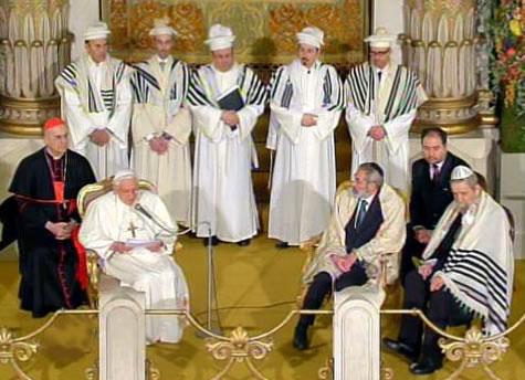 Benedetto XVI alla sinagoga di Roma nel segno del Concilio