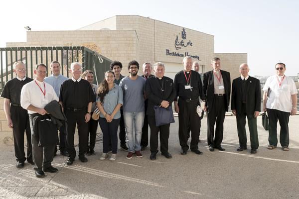 Pomeriggio del 15 settembre a Betlemme. Un gruppo di vescovi in visita all'Università cattolica. (foto CMC/Nizar Halloun)