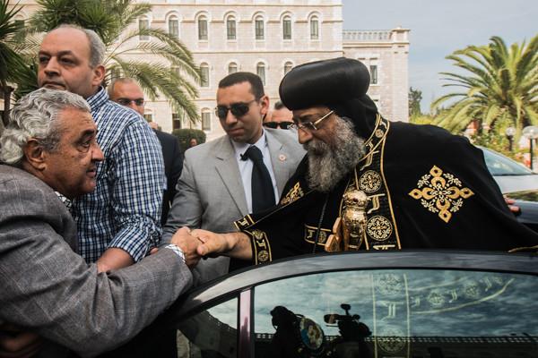 Il patriarca copto ortodosso Tawadros II al suo arrivo a Gerusalemme il 26 novembre 2015 (foto Nadim Asfour/Cts) [clicca sulla foto per la galleria]