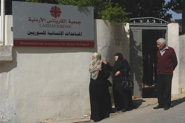 L'ingresso di uno dei centri della Caritas giordana per l'assistenza ai profughi siriani ad Amman. [galleria fotografica 1/2]