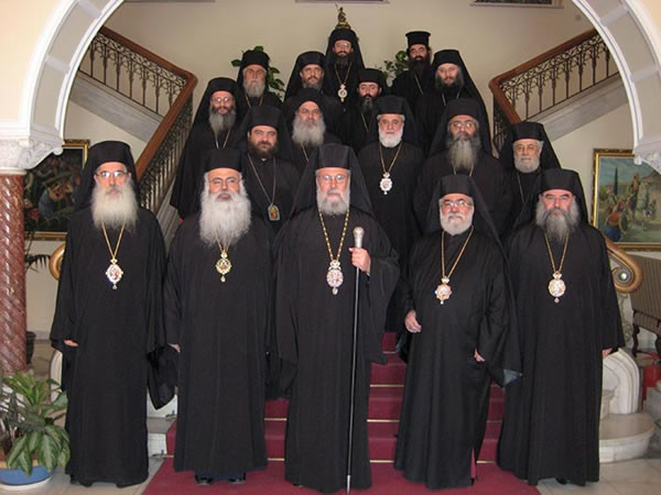 I membri del Santo Sinodo della Chiesa ortodossa di Cipro. Al centro, in prima fila, l'arcivescovo Chrisostomos II.