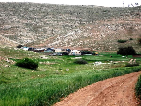 Il piccolo agglomerato beduino di Samra. (foto C. Cruciati, 1/2)