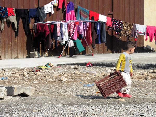Tra gli sfollati molti sono i bambini.