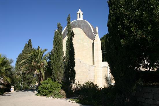 Gerusalemme. Il santuario del Dominus Flevit, sul Monte degli Ulivi, è opera dell'architetto italiano Antonio Barluzzi. (foto S. Lee)