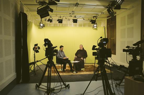 Uno studio del<i> Franciscan Multimedia Center</i> di Gerusalemme.