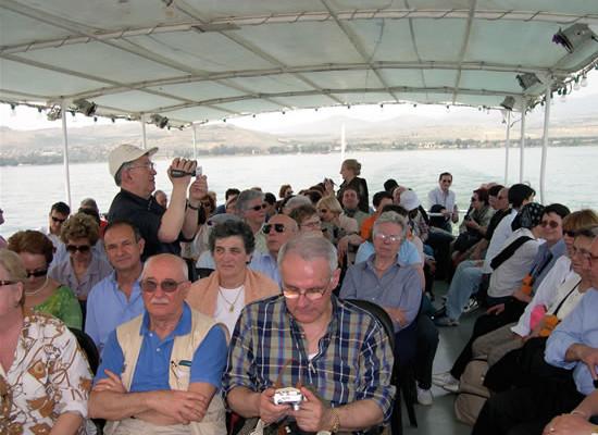 Pellegrinaggio Fisc. I pellegrini sulle acque del lago di Tiberiade.