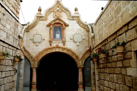 La piccola facciata del santuario della Grotta del latte, a Betlemme. (foto S. Lee)
