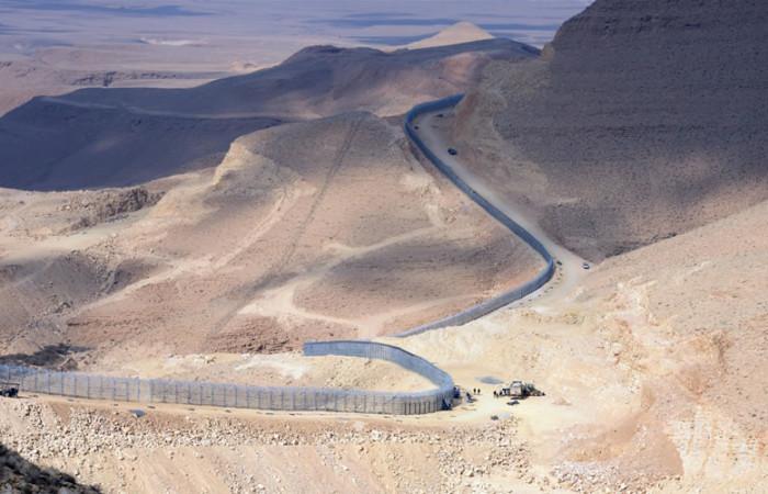 Un serpente metallico si snoda nel Sinai