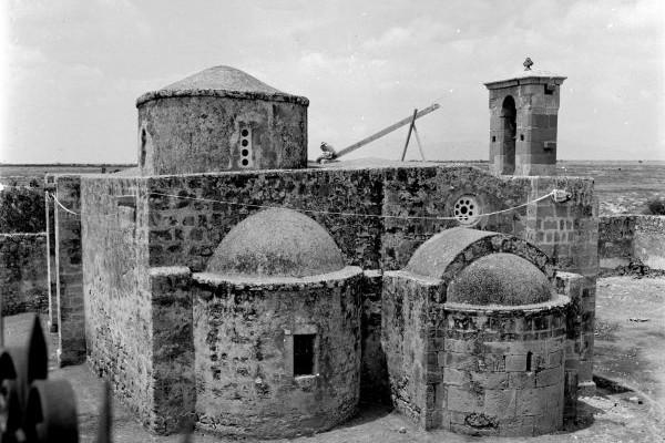 Monastero di Avgasida, nel paese di Milia, con affreschi del XIV e XV secolo, oggi distrutto.