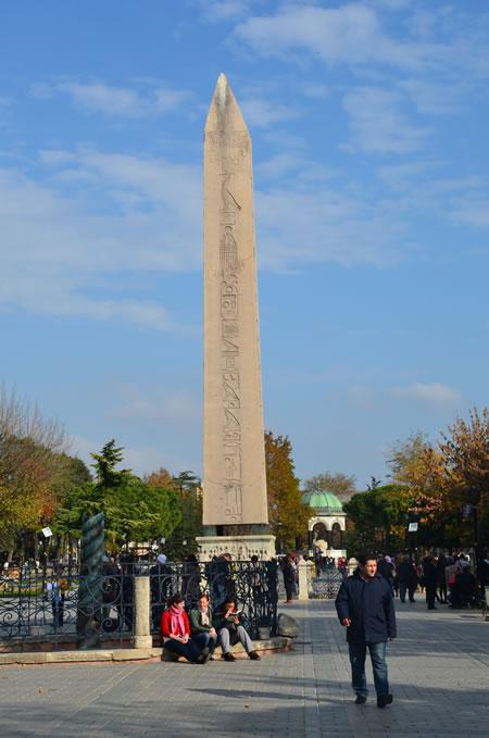 A Istanbul l'Isis fa strage fra i turisti