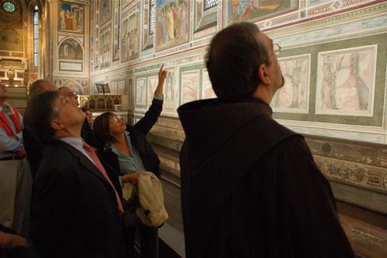 Padova, 15 ottobre 2008. Il Custode di Terra Santa, fra Pierbattista Pizzaballa, durante una visita guidata alla giottesca Cappella degli Scrovegni. (foto G. Caffulli)