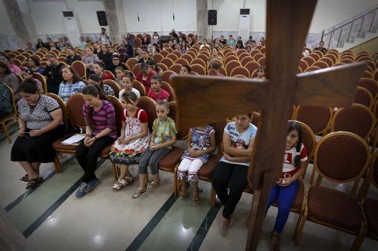 Continua la caccia al cristiano nel Nord dell'Iraq. A migliaia in fuga da Qaraqosh