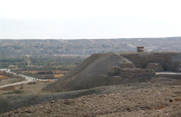 La località di Qasr el-Yahud, sulla sponda occidentale del Giordano, presidiata dagli avamposti dell'esercito israeliano benché si trovi nei Territori Palestinesi. [1/4]