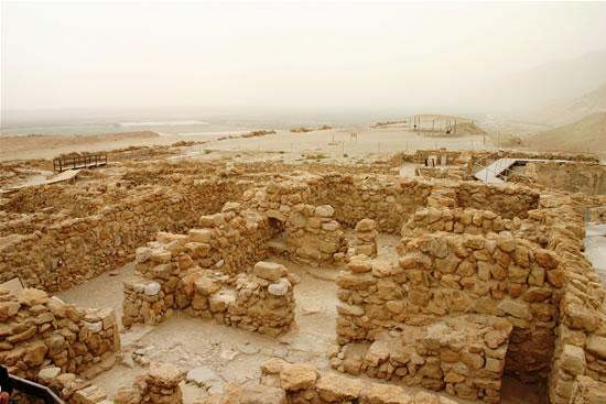 Scavi archeologici presso le rovine di Khirbet Qumran. (foto S. Lee)