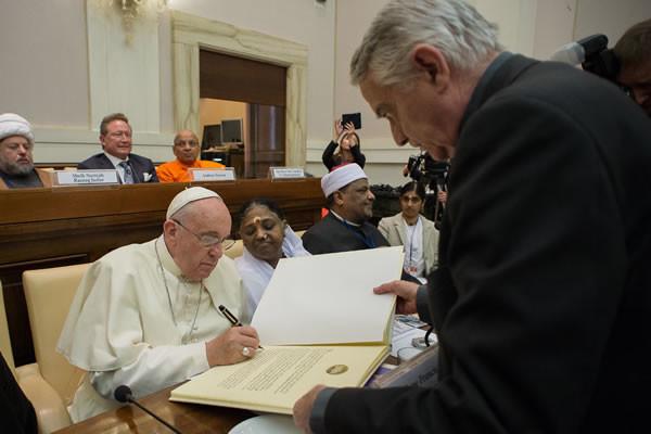 Nella Giornata per la pace il no del Papa a ogni genere di schiavismo
