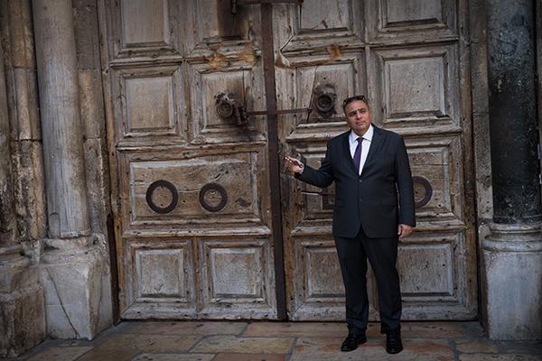 Il custode della chiave del Santo Sepolcro nella tempesta