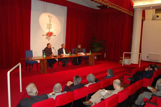 La serata del 16 aprile all'auditorium Angelicum-Mondo X di Milano. Ospite d'eccezione il vescovo Fouad Twal, coadiutore del patriarca latino di Gerusalemme.