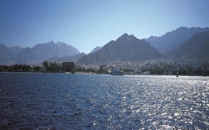 Aqaba, la città giordana che si affaccia sul Mar Rosso. (© foto JTB)