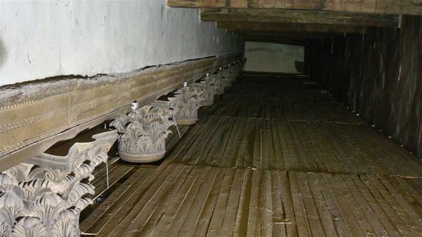 Architrave in legno del Sesto secolo. (foto C. Alessandri)