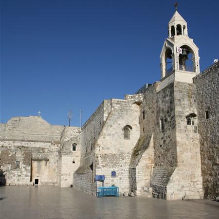Veduta esterna della basilica della Natività a Betlemme. (foto S. Lee) [1/2]