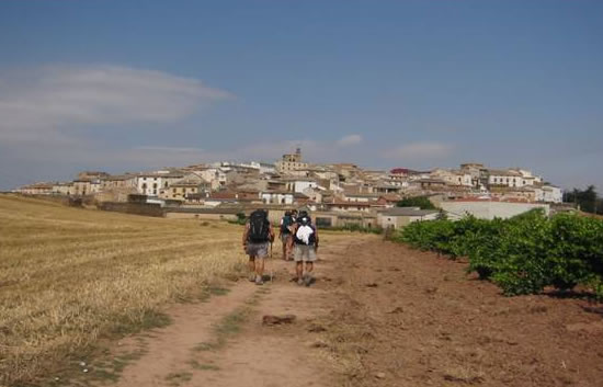 Pellegrini a piedi percorrono il <i>Camino de Santiago</i>, nel nord della Spagna.
