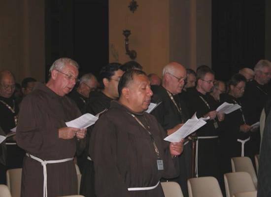 Alcuni dei frati minori giunti da tutto il mondo per partecipare al Capitolo generale straordinario in corso ad Assisi (foto Ofm).