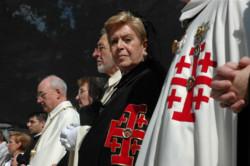 Cavalieri e dame si mobilitano, in preghiera