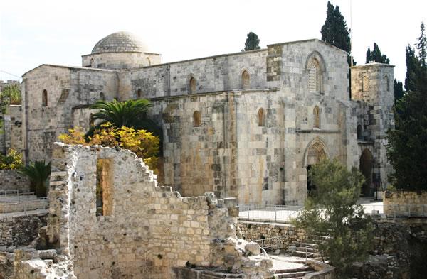 La basilica di Sant'Anna, dentro la cinta muraria della Gerusalemme vecchia (foto S. Lee) [1/3]