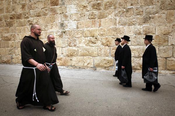 Ancora scritte oltraggiose su un convento francescano a Gerusalemme