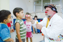 Nasi rossi per sorridere al <i>Caritas Baby Hospital</i>