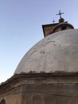 Colpo di mortaio su un convento francescano a Damasco