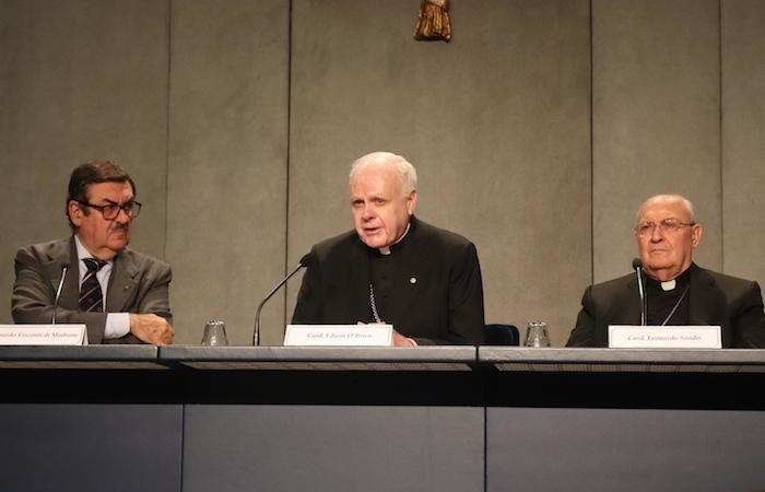 Al centro il card. Ewdin O'Brien. Al suo fianco l'ambasciatore Visconti di Modrone e il card. Leonardo Sandri.