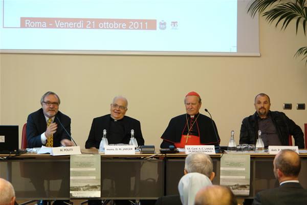 Al tavolo dei relatori (da sin.): Marco Politi, mons. David M. Jaeger, il card. Andrea Montezemolo, Paolo Pieraccini.