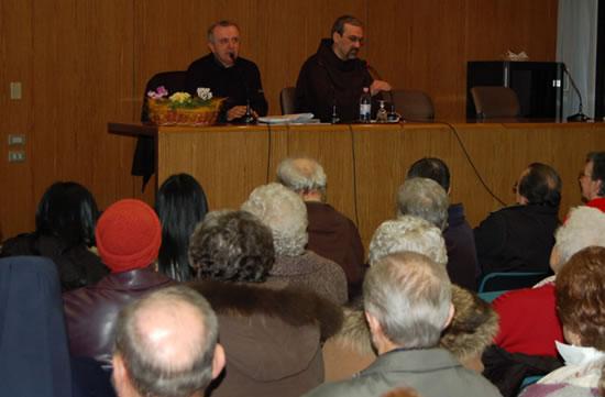 Un uditorio attento si appresta ad ascoltare fra Pierbattista Pizzaballa nella riflessione pomeridiana. (foto G. Caffulli)