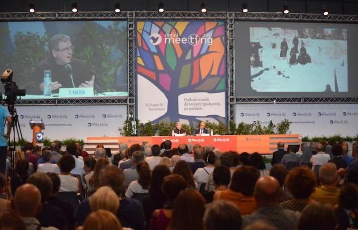 Sala colma e uditorio attento. (foto Meeting Rimini)