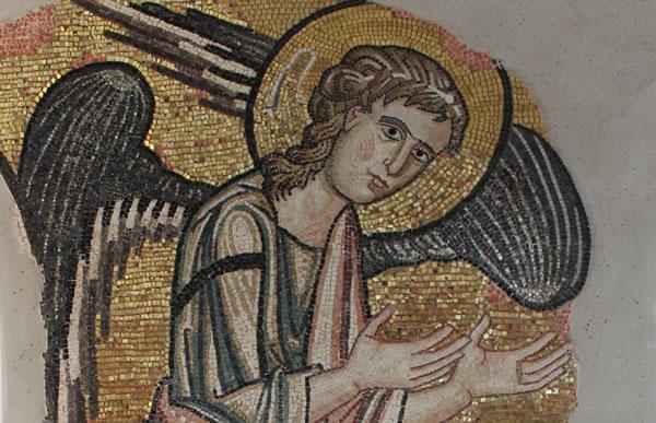 Un dettaglio del mosaico del settimo angelo riportato alla luce nella basilica della Natività, a Betlemme. (foto Piacenti Spa)