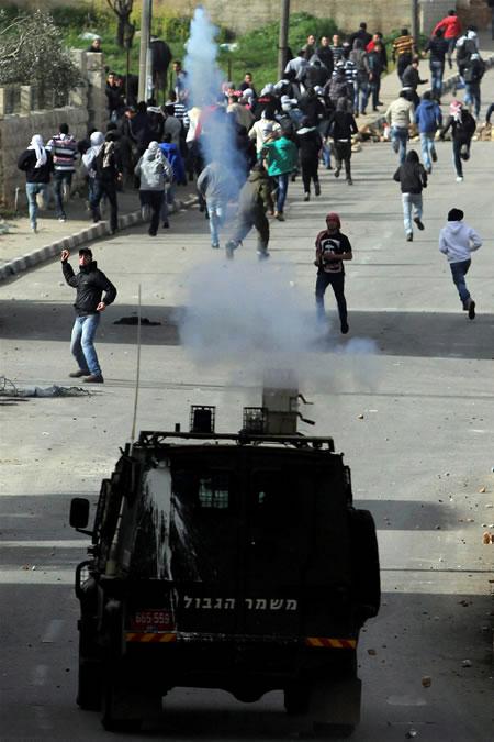Palestinesi in rivolta contro i maltrattamenti nelle carceri israeliane