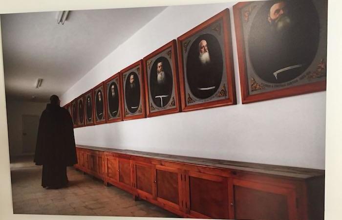 In uno dei pannelli della mostra, faccia a faccia con un passato luminoso. (foto G. Caffulli)