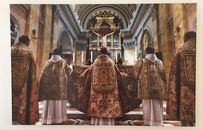Istantanea da una liturgia solenne. (foto G. Caffulli)
