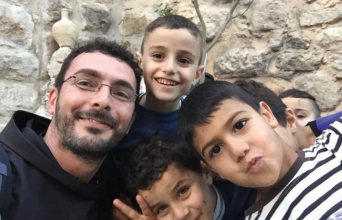 Con alcuni bimbi palestinesi.