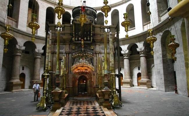 L'edicola del Santo Sepolcro prima dei restauri. (© galleria fotografica: E. Bermejo/C.T.S.)