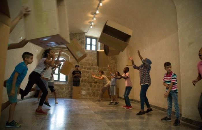 Un laboratorio di teatro e danza nell'ambito del Festival estivo italo-palestinese di attività culturali nel luglio 2017. (foto Issa Freij / Al Ma'mal)